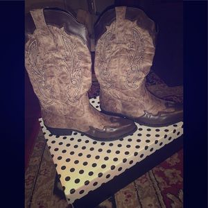 Dolce cowgirl boots NEW IN THE BOX! Size 9